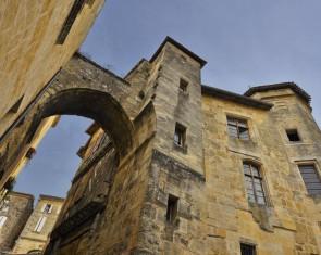 La Porte et la Maison de la Cadène