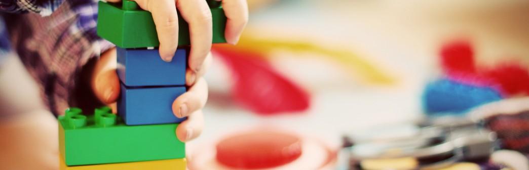 Vide-coffre à jouets et puériculture